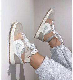 Dr Shoes, Cute Nike Shoes, Swag Shoes, Cute Nikes, Cute Sneakers, Nike Air Shoes, Hype Shoes, Sneakers Nike, Shoes Jordans