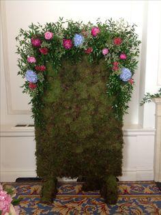 Moss wall Moss Wall, Floral Wreath, Wreaths, Flowers, Plants, Garden, Home Decor, Garlands, Flower Crowns