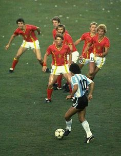 Diego Maradona being confronted by six Belgium players, 1982 World Cup Football Icon, Best Football Players, Retro Football, World Football, Vintage Football, Soccer Players, Football Soccer, Football Design, Football Images