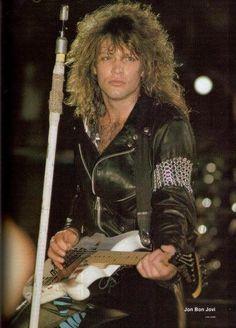 Jon Bon Jovi~Look how young he looks. Jon Bon Jovi, Bon Jovi 80s, Aubrey Plaza, Diane Lane, Demi Moore, Rock & Pop, Rock And Roll, Hard Rock, Heavy Metal