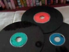 MATERIALES:  1 disco  pinturas de colores  1 plumón plateado  1 plumón negro o pintura negra