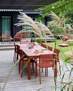 Ribambella table in Red Ochre Cadiz armchair in Red Ochre Contemporary Outdoor Furniture, Outdoor Furniture Sets, Outdoor Spaces, Outdoor Living, Outdoor Decor, Bistro Chairs, Bistro Set, Street Furniture, Cadiz