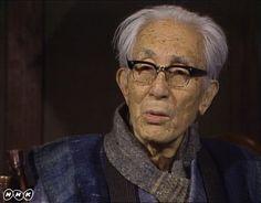 芹沢銈介   ことし、放送開始から40年目を迎えた日曜美術館。それを記念して、これまで放送した回からよりすぐりの番組を、特別アンコールでお届けします。いままでに「アトリエ訪問 岡本太郎」「私と鳥獣戯画 手塚治虫」「私と八木一夫 司馬遼太郎」「私とルドン 武満徹」を放送してきました。今回は、作家・版画家の池田満寿夫さんが染色家の芹沢銈介(せりざわけいすけ)の魅力を存分に語った番組。放送されたのは1983年7月です。  芹沢銈介(1895~1984)は、民藝運動の柳宗悦に共感し、運動に参加。沖縄の紅型(びんがた)を修得、研究し、独自の型絵染を確立します。その技は、着物、のれん、絵本、家具など幅広く、1956年には、重要無形文化財の保持者(人間国宝)に認定されました。 池田満寿夫さん(1934~1997)が、芹沢の作品にいかに魅力を感じるか、「いつも気持ちがいい」「優しさがあふれている」「創ってそれを使う喜びは、文明である」といった言葉で、じっくりと語ります。都内の芹沢のアトリエでの型絵染めの制作風景、インタビューも登場。芹沢の亡くなる前年の貴重な番組です。 Arts And Crafts, Portrait, Studio, Headshot Photography, Portrait Paintings, Studios, Art And Craft, Drawings, Portraits