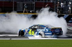 Sprint Cup Chase race No. 4: Jimmy Johnson snaps winless streak at Charlotte