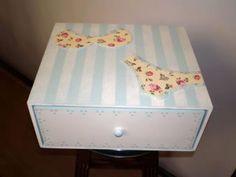 O que você acha de fazer uma caixinha linda para guardar suas peças íntimas? É o que vamos te mostra
