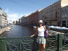 Hi Everybody. Today is my last day here in Russia. I enjoyed visiting Moscow, but I confess that St. Petersburg is much more beautiful and more welcoming to tourists, mainly because people here speak English everywhere, very different from Moscow, where most of the people speak only Russian.