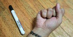 Oh, ces fameux tatouages temporaires! Jeune, j'ai dépensé pas mal d'argent là-dedans. C'était cool, à l'époque. En fait, ce l'est encore! Maintenant, on peut se faire notre propre tatouage temporaire nous-même en seulement 8 étapes SUPER FACILES. Sui