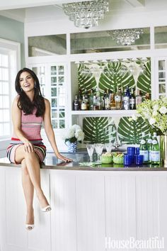 Katie Lee, Cookbook Author & TV Host Note bouquet of flowers! Celebrity Kitchens, Celebrity Houses, The Kitchen Food Network, Katie Lee, Home Bar Decor, Bold Wallpaper, My Bar, Tropical Decor, Beautiful Homes