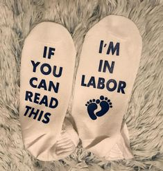 If You can Read This I'm in Labor pregnancy socks! #affiliate #pregnancy #maternity #labor