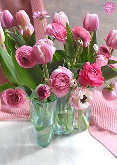 Fluffiger Hirse-Topfenauflauf mit Apfel und Himbeeren - sugar&rose Glass Vase, Flowers, Home Decor, Raspberries, Apple, Decoration Home, Room Decor, Royal Icing Flowers, Home Interior Design