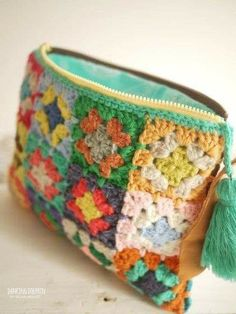 Granny Square Häkelanleitung, Granny Square Crochet Pattern, Crochet Granny, Crochet Motif, Knit Crochet, Crochet Wallet, Crochet Purses, Crochet Crafts, Crochet Projects
