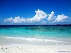 The beautiful lagoon of the Reethi Beach Resort, the Maldives. www.victortravelblog.com/2012/11/19/vilamendhoo-island-resort-and-reethi-beach-resort/