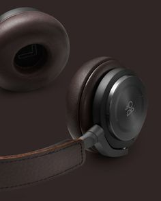 Beoplay H8 - Premium, lightweight, wireless, Active Noise Cancelling on-ear headphones.