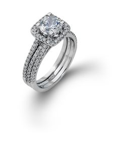 Stunning engagement ring and wedding band set from Simon G.
