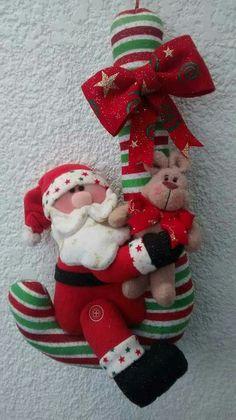 me ~ Navidad en fieltro Christmas Clay, Christmas Sewing, Christmas Makes, Christmas Projects, Vintage Christmas, Christmas Time, Santa Decorations, Felt Christmas Decorations, Felt Christmas Ornaments