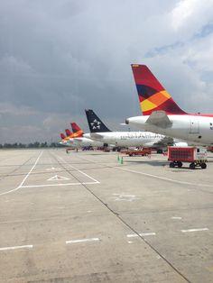Aeropuerto Internacional El Dorado (BOG) (Aeropuerto Internacional El Dorado) Airplanes, Aircraft, America, World, Rockets, International Airport, Airports, Planes, Aviation