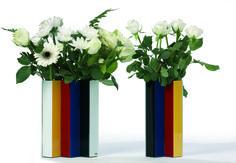 Line Up Vase - PO: Een opvallende, handgemaakte vaas van hoge kwaliteit glas, kan als vaas of als kunstobject in huis of kantoor geplaatst worden.
