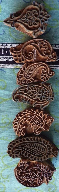 Paisley Indian woodblocks sellos hechos a mano, hand carved stamp Motif Paisley, Paisley Design, Paisley Pattern, Shibori, Stamp Carving, Wood Carving, Indian Textiles, Book Projects, Textures Patterns
