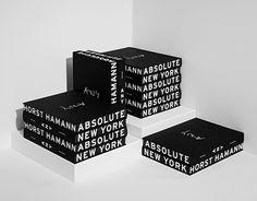 """ANY – Absolute New York""""Absolute New York"""" ist die persönliche Retrospektive des deutschen Fotografen Horst Hamann und zeigt seine besten fotografischen Arbeiten aus der Zeit von 1978 bis 2014. Berühmt wurde er durch seine neue Sichtweise auf die Wolken…"""