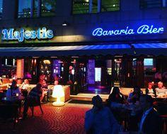 A noite é uma criança no Majestic Bavaria Bier em Amsterdam  #blogueirosdeviagens #trip #Amsterdam #damsquare #damsquareamsterdam #bavaria #bavariabeers #holanda #holland #netherlands #blogdeviagens #travelblog #cervejasespeciais #cerveja #cervejaria #bier #beers #beer #europa #europe #aquelanossaviagem #ferias2015 #ferias #dutchmoments #dutch #dutch_connextion by destinosporondeandei