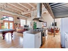 Avenue Lofts are authentic warehouse loft conversions.  These are very large, open loft spaces with exposed brick, concrete and ducts.