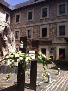 Bonito ramo de flores para vuestra boda!! El mejor lugar para celebrar tu #boda en el #Pirineo
