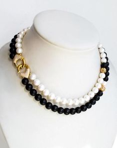 Pearls & onyx necklace with the clasp in Chanel style Diamond Solitaire Necklace, Onyx Necklace, Bar Necklace, Cluster Necklace, Beaded Necklace, Bead Jewellery, Pearl Jewelry, Beaded Jewelry, Schmuck Design