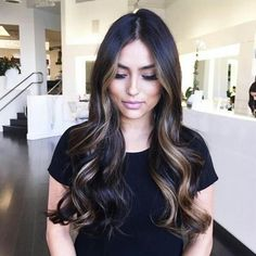 Highlighted hair is really glamorous whether it is ombre, sombre, or balayage. We have collected ideas of brunette hair with highlights. Brown Blonde Hair, Golden Blonde, Balayage On Black Hair, Subtle Balayage Brunette, Deep Brown Hair, Dark Ombre Hair, Long Dark Hair, Blonde Balayage, Latest Hair Trends