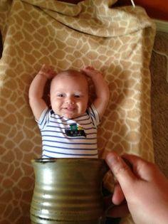 Baby mugging: 19 criminally cute photos Creative Photos, Cute Photos, Great Pictures, Funny Pictures, Jackie Robinson, Baby Faces, Baby Center, Child Development, Newborn Photos
