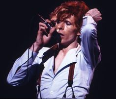 David Bowie Diamond Dogs, Ziggy Played Guitar, David Bowie Art, Ziggy Stardust, The New Normal, Art Programs, Music Icon, Hair Humor, Curly Blonde