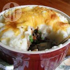 Dit is een makkelijk en snel recept voor shepherd's pie. Het vleesmengsel kun je vantevoren maken en invriezen. Je kunt ook een pakje aardappelpuree gebruiken als je haast hebt.
