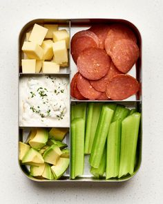 Diet Snacks 10 Easy Keto Lunch Box Ideas — A Lunch Box for Everyone - High-fat, low-carb meals you'll love. Keto Lunch Ideas, Lunch Recipes, Low Carb Recipes, Diet Recipes, Healthy Recipes, Diet Ideas, Lunch Box Ideas, Snacks Ideas, Chili Recipes