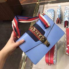 Gucci sylvie shoulder bag 421882 #gucci421882 #422882 #guccisylvie #gucci shoulder bag #gucci421882