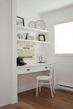 Great Idea For A Small Home Office / Built In Desk For A Laptop.