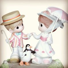 """Mary Poppins Precious Moment Figurine! <3 """"Just a spoon full of sugar helps the medicine go down.."""" #supercalefragelisticexpealidocious"""