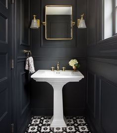 It's much harder to decorate tiny bathroom comparing to a big one, but it's not impossible for sure and we are going to prove you. Just check these best tiny bathroom ideas. Small Dark Bathroom, Small Toilet Room, Dark Bathrooms, Powder Room Decor, Powder Room Design, Bad Inspiration, Bathroom Inspiration, Bathroom Ideas, Art Deco Bathroom