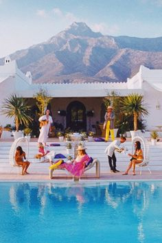 What To Wear To a Slim Aarons Party in Spain - Kelly Golightly Slim Aarons Prints, Yvoire, Summer Aesthetic, French Riviera, Belle Photo, Palm Springs, Bunt, Places To Travel, Summertime