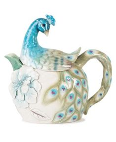 Not that I would make tea, but considering I like peacock, this is cute. Edie Rose by Rachel Bilson Dinnerware Peacock Teapot Rachel Bilson, Coffee Server, Teapots Unique, Vintage Teapots, Casual Dinnerware, Teapots And Cups, Kintsugi, My Cup Of Tea, Chocolate Pots