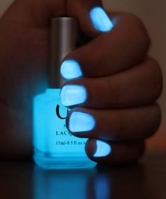 Break a glow stick and put in clear nail polish.. AWESOME. CONCERT. - Click image to find more diy & crafts Pinterest pins