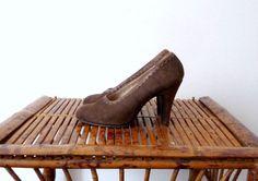 Escarpins en Daim Marron JOVENCITAS Vintage par CeliaVintageStars, €29.00