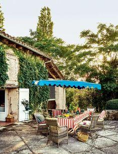Outdoor Spaces, Outdoor Living, Outdoor Decor, Outdoor Patios, Outdoor Furniture, Garden Furniture, Toulouse, Lucinda Chambers, Bead Bottle