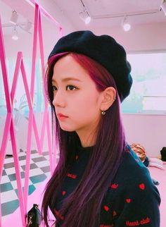 [PHOTO] Jisoo's aesthetic is my weakness 😭💕💕 Slide for more👉 . Blackpink Jisoo, Kpop Girl Groups, Korean Girl Groups, Kpop Girls, Yg Entertainment, Square Two, Black Pink ジス, Purple, Yg Artist
