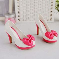 Cute Shoes: Kawaii Pink Bow White Pumps, so girly! Dream Shoes, Me Too Shoes, Bow Shoes, Pink Shoes, White Shoes, Pink Pumps, Pretty Shoes, Beautiful Shoes, Pumps