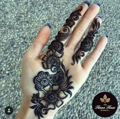 Those thick lines and the contrast has me wishing for many more hours in the day to practice this gorgeous henna (could also be done in gorgeous jagua! Easy Mehndi Designs, Latest Mehndi Designs, Bridal Mehndi Designs, Henna Tattoo Designs Simple, Finger Henna Designs, Mehndi Designs For Beginners, Henna Art Designs, Mehndi Designs For Fingers, Mehandi Designs