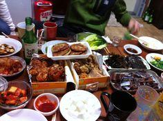2012년 마지막날..♥ 칭구네집에서 다함께 모여 통닭,빈대떡,과메기랑 처음처럼..^^ 티비로 종치는거 볼려구 기다리는중- 두근두근-ㅋㅋ 즐거워~~♪