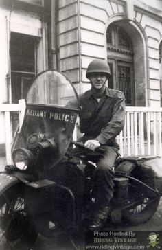 Vintage Motorcycles 145874475414449763 - The US Military has a long history in using motorcycles, which dates at least as far back as the Pershing Expedition in 1916 and perhaps … Source by jeanlouisloeill Racing Motorcycles, Triumph Motorcycles, Vintage Motorcycles, Custom Motorcycles, Custom Baggers, Ww2 Pictures, Ww2 Photos, Harley Davidson Wla, Harley Davidson Motorcycles