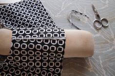 French Seam Tutorial: Perfect to use on light/medium weight fabrics. This is an Excellent step-by-step Tutorial with a lot of pictures; also includes how to do these couture finishes on armholes. Thank you Grainline