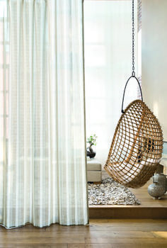 Curtains and modern curtains in 30 top ideas to beautify the interior - FMkitchen. Sheer Linen Curtains, No Sew Curtains, Cool Curtains, Modern Curtains, Curtains With Blinds, Curtains Living, Rideaux Design, Deco Zen, Home Interior Design