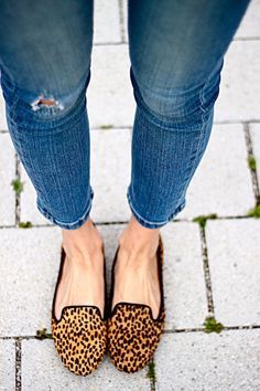 Leopard Loafers and Frayed Jeans absolurely classic!! = win