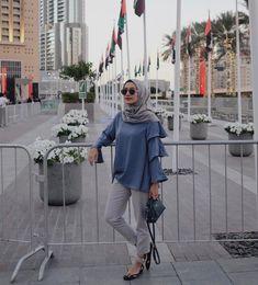 """ถูกใจ 11k คน, ความคิดเห็น 58 รายการ - MEГA ИСKAHTИ (@megaiskanti) บน Instagram: """"'Eh clutchnya ketinggalan..' 😅 weekend vibes be like, undangan maning undangan maning 😂 wearing one…"""" Work Fashion, Hijab Fashion, New Fashion, Womens Fashion, Casual Hijab Outfit, Ootd Hijab, Niqab, New Baby Girls, Muslim Women"""